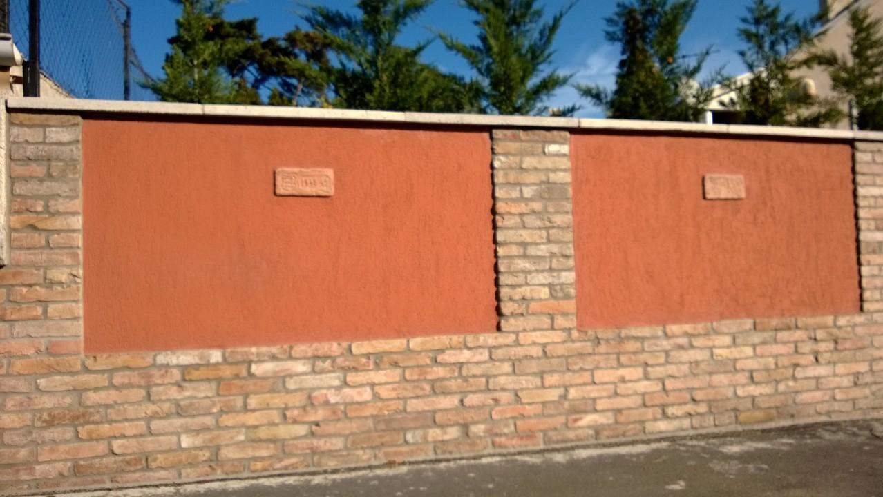 bontott tégla építés : bontott  téglával épített  kerítés