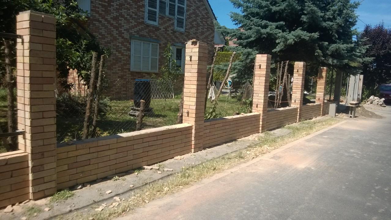 kerítés pillér burkolás, pillér falazás